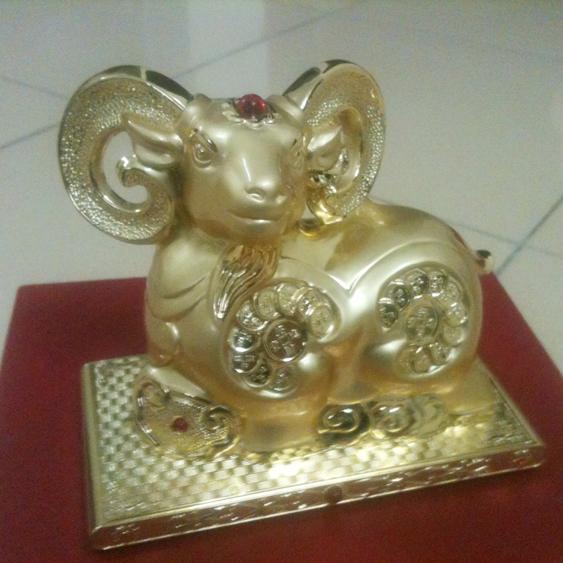 Tượng linh vật Dê dát vàng sừng cong 081-01